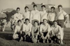 Squadra della classe 4° con rinforzi (1965/66)
